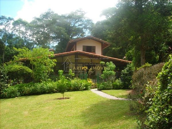 Linda casa em Macaé de Cima, 2 andares, 3 quartos suítes, 2 salas, lareira, toda avarandada, piscina aquecida