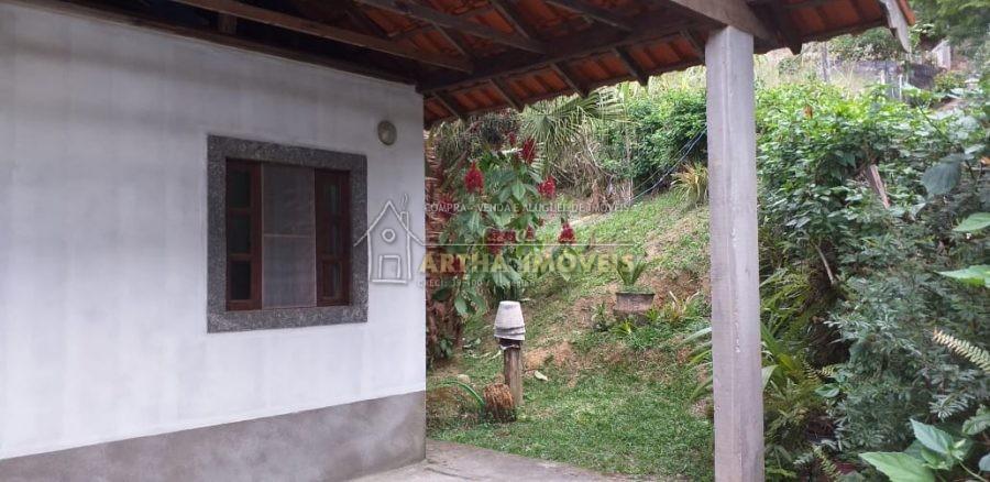Vende casa simples, 2 quartos, quintal, ótimo acesso, próximo a ponto de ônibus