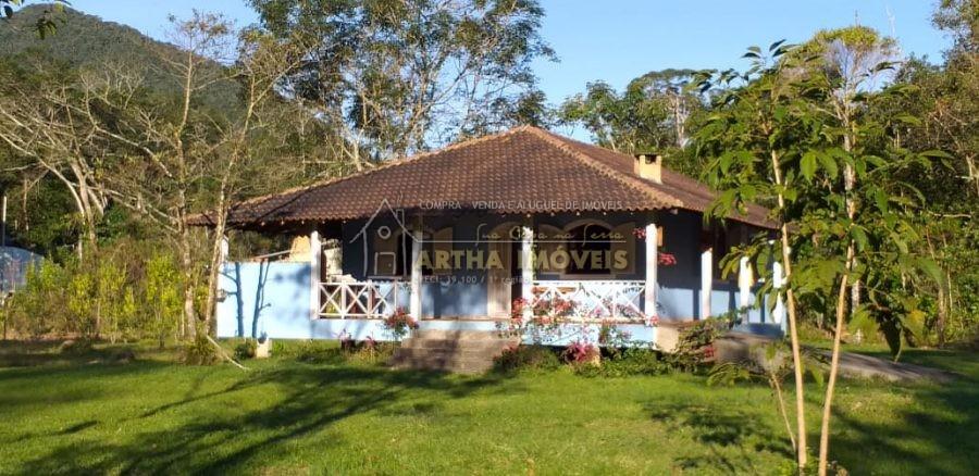 Casa nova em local reservado e preservado , proxima a poços de banho de rio, com terreno plano, com 3 quartos sendo um suite, mata