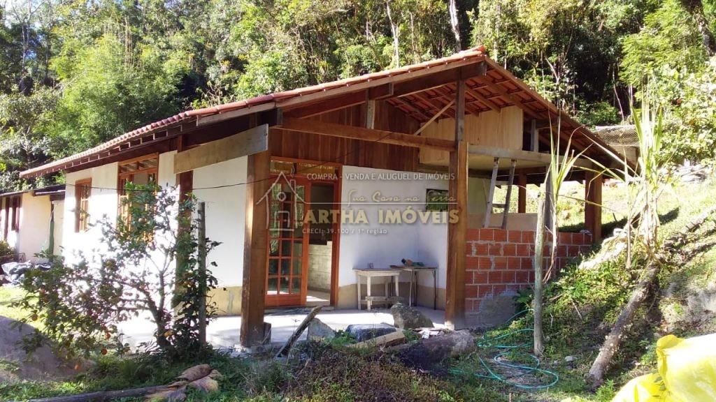 Alugo casa nova para quem quer sossego e tranquilidade, de 2 quartos area de reserva, com pequeno quintal, proxima a poços e banho de rio de água pura, e caminhadas na floresta