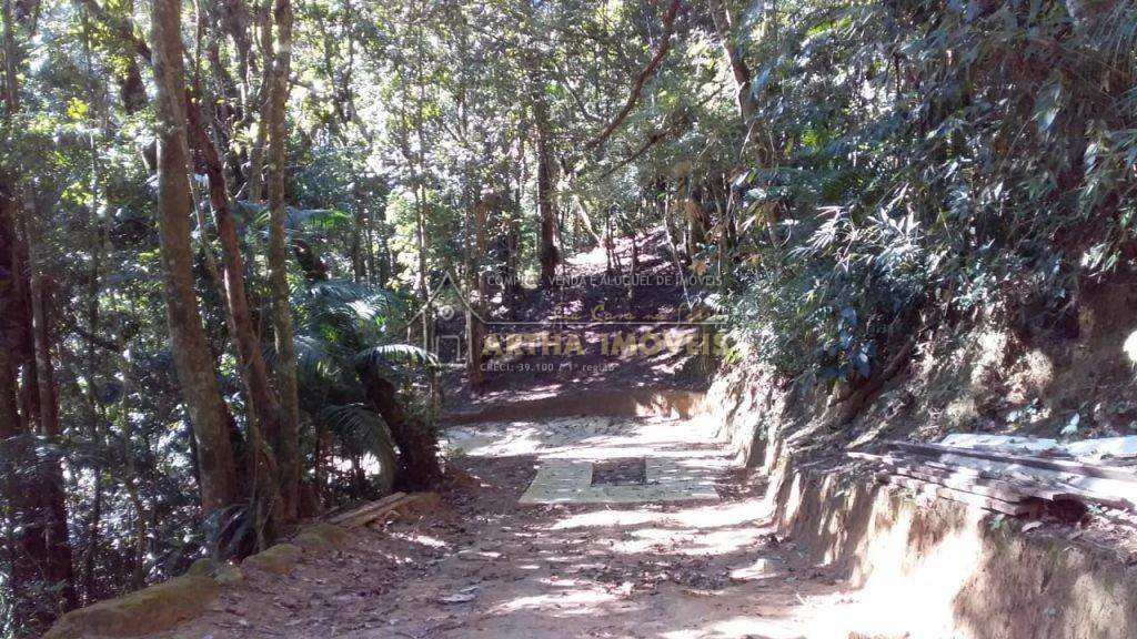 Vendo terreno 20.000 com plato e área de reserva totalmente preservada, próximo a lindos e límpidos poços de banho de rio.