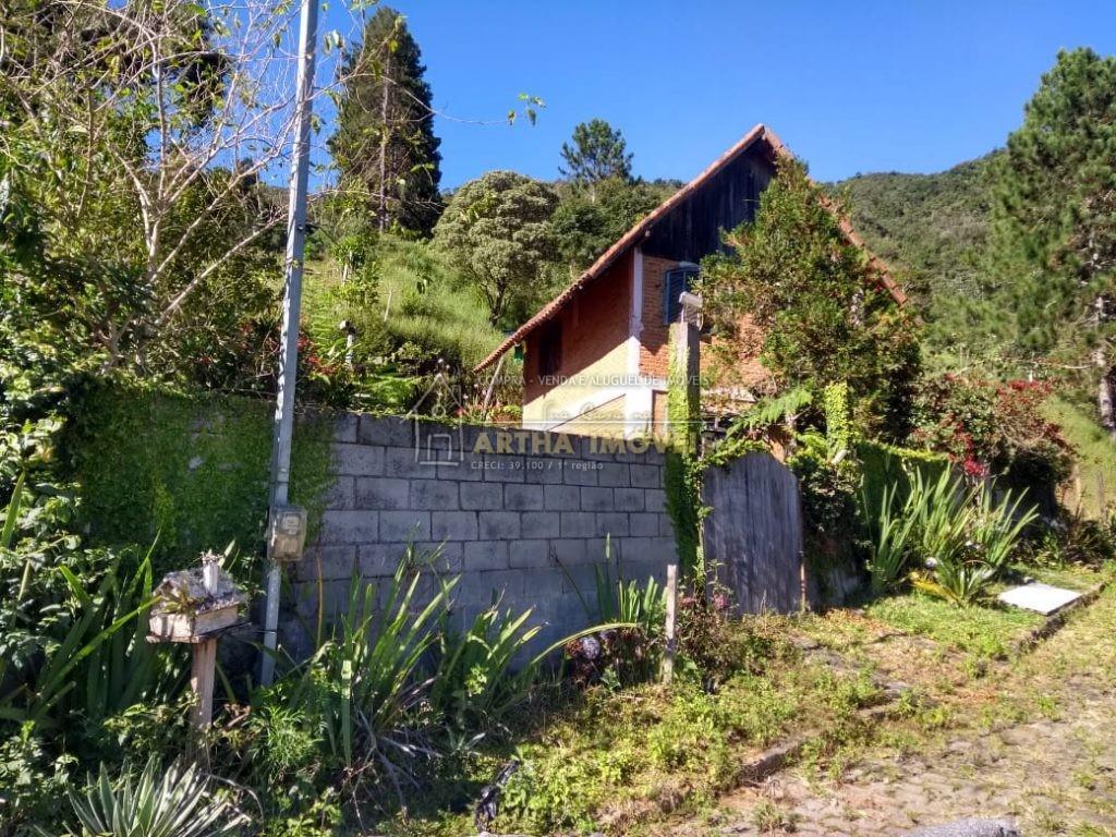 Vendo chalé ,legalizado com IPTU, terreno de 675m, local reservado rua sem saída, água de nascente
