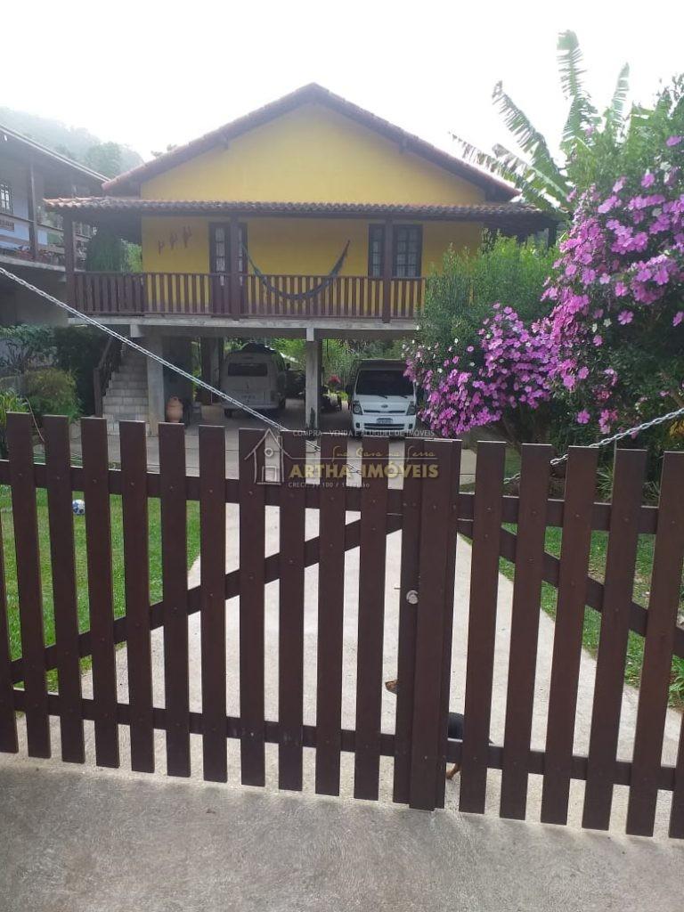 Vendo Casa ampla, muito iluminada e arejada, com 500m terreno 140m de área construída, em condomínio tranquilo, a 1 km aproximadamente co centro de São pedro